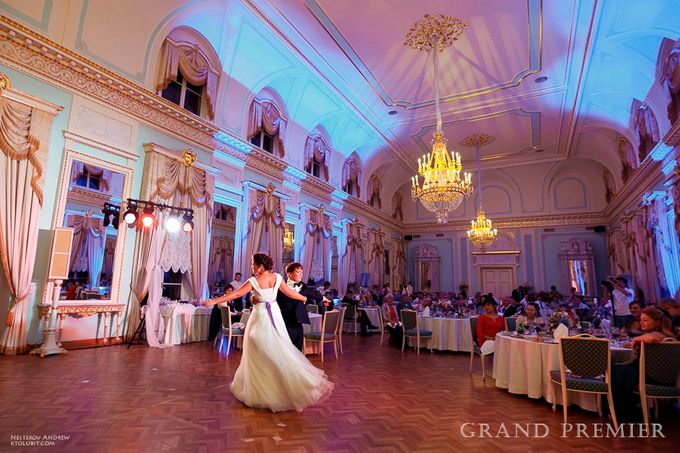 Wedding in the Peterhof and Konstantinovsky Palace by Grand Premier - 041