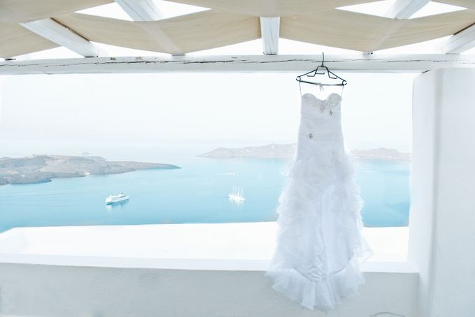 Intimate Santorini Dream Wedding by Teodora Simon Wedding Photography - 006