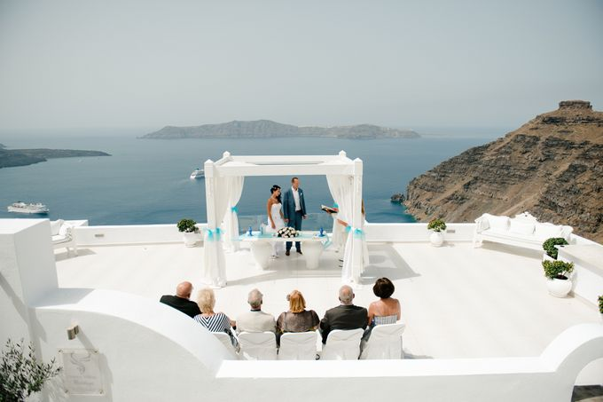 Intimate Santorini Dream Wedding by Teodora Simon Wedding Photography - 020