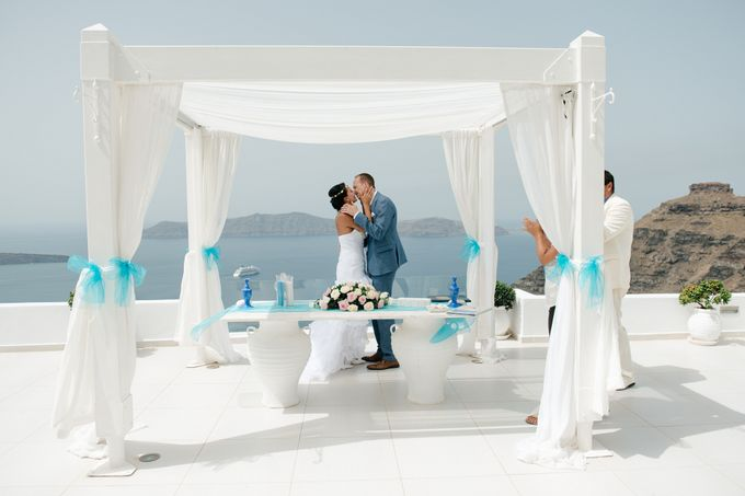 Intimate Santorini Dream Wedding by Teodora Simon Wedding Photography - 023
