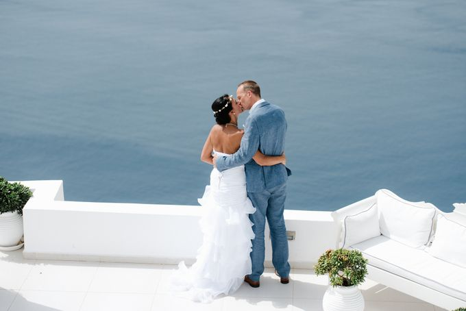 Intimate Santorini Dream Wedding by Teodora Simon Wedding Photography - 032