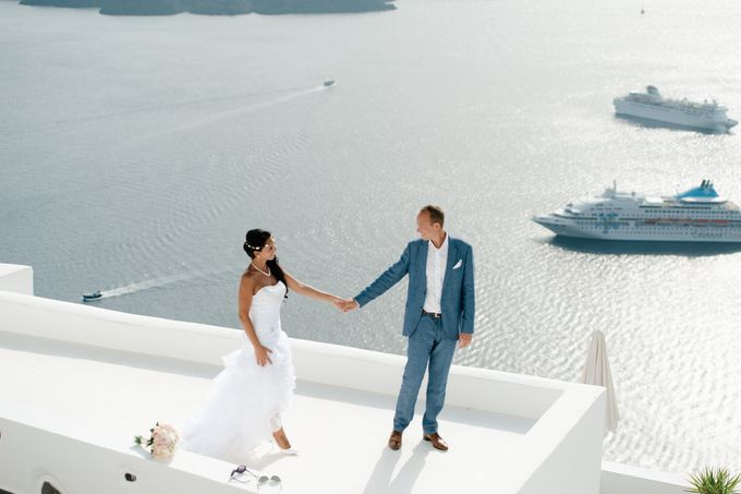 Intimate Santorini Dream Wedding by Teodora Simon Wedding Photography - 033