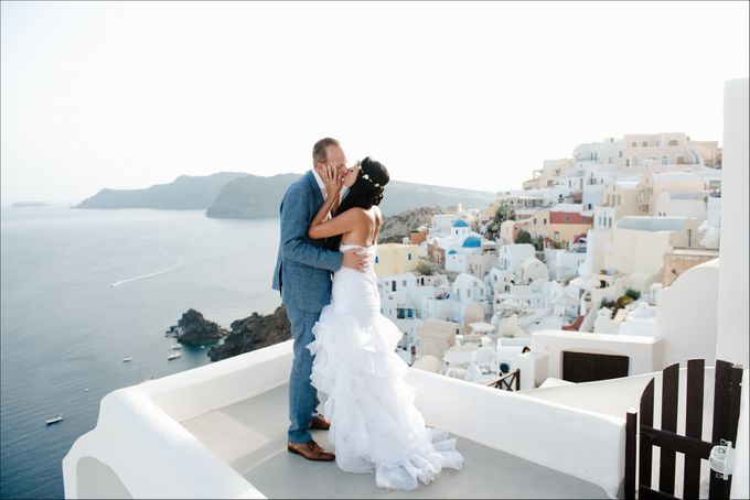Intimate Santorini Dream Wedding by Teodora Simon Wedding Photography - 037