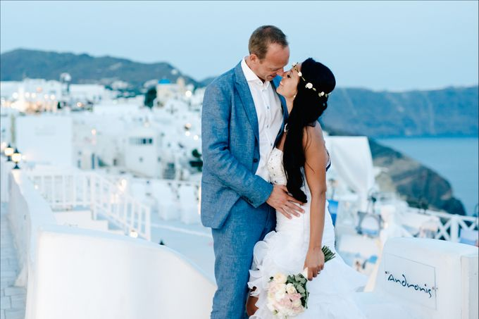 Intimate Santorini Dream Wedding by Teodora Simon Wedding Photography - 042