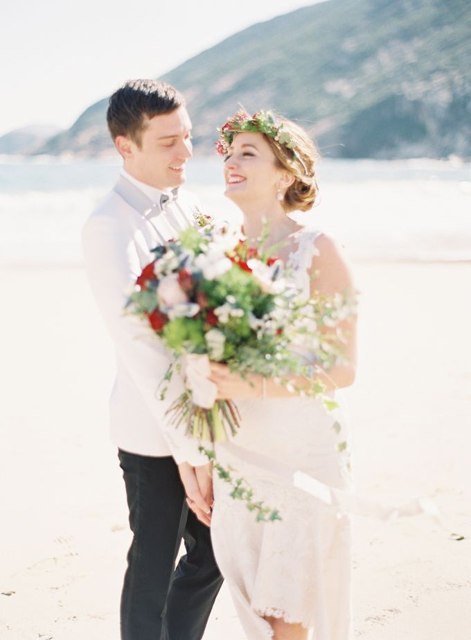 LUMINOUS & ETHEREAL BEACH WEDDING INSPIRATION by Savour Productions - 005
