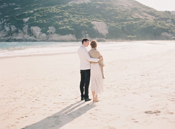 LUMINOUS & ETHEREAL BEACH WEDDING INSPIRATION by Savour Productions - 004