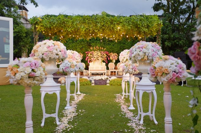 Lotus wedding decoration bandung images wedding dress decoration daf wedding decoration bandung images wedding dress decoration lotus wedding decoration bandung choice image wedding dress junglespirit Images
