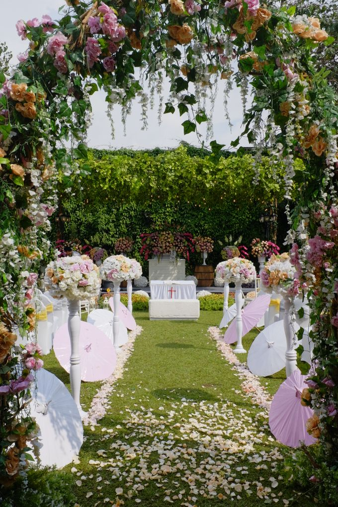 Towers garden wedding decoration by sheraton bandung hotel towers add to board towers garden wedding decoration by sheraton bandung hotel towers 001 junglespirit Gallery