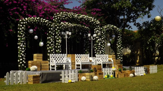 Towers garden wedding decoration by sheraton bandung hotel towers add to board towers garden wedding decoration by sheraton bandung hotel towers 005 junglespirit Choice Image