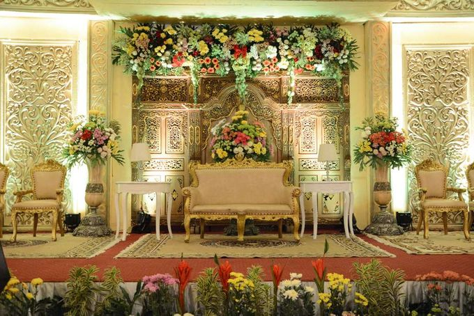 Wedding at the palace by garden palace hotel surabaya bridestory add to board wedding at the palace by eden design 001 junglespirit Images