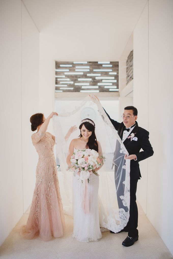 Vania Larissa & Wilson Pesik Wedding by Lona Makeup - 004