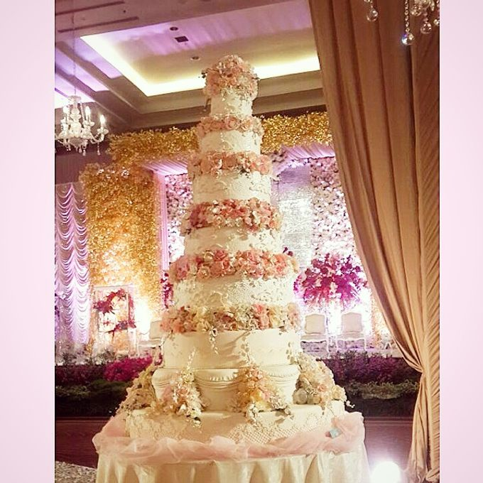 Wedding Cakes 5 to 8 tiers by Whitepot Wedding Cakes | Bridestory.com