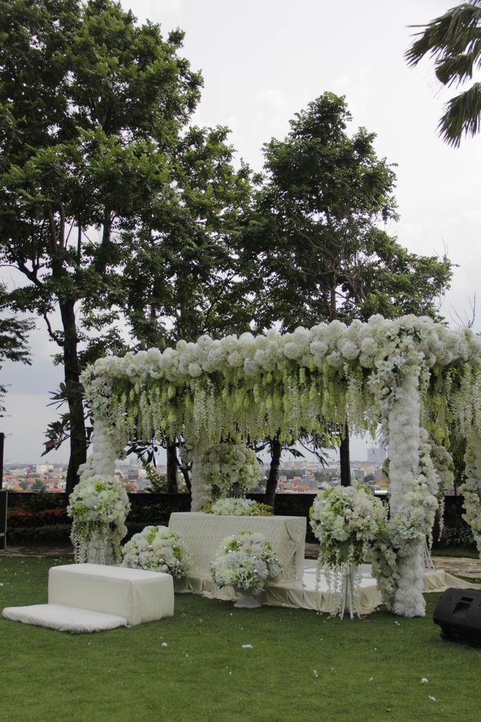 Outdoor Wedding by JW Marriott Hotel Surabaya - 001