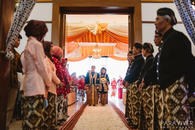 Wedding of cikka gendhy by paraviver photography bridestory add to board wedding of cikka gendhy by paraviver photography 016 junglespirit Image collections