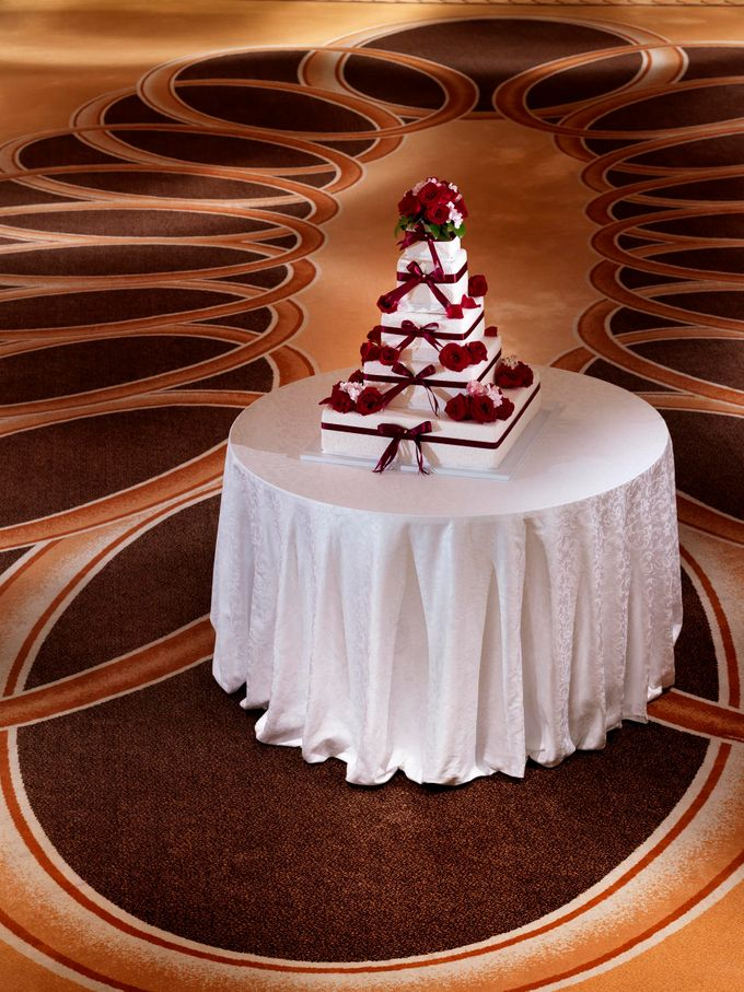 Model Wedding Cake by The Fullerton Hotels - 001