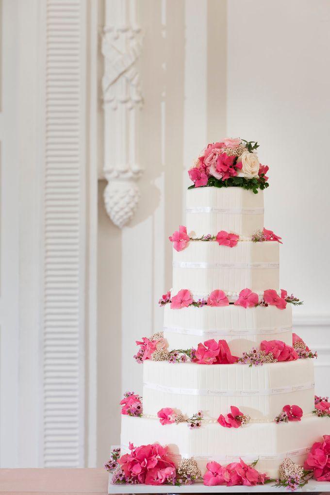 Model Wedding Cake by The Fullerton Hotels - 002