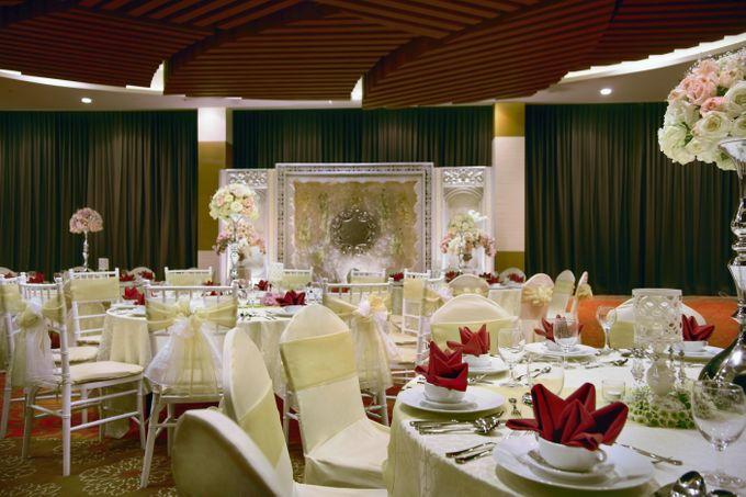 Ballroom decoration by atria hotel malang bridestory add to board ballroom decoration by atria hotel malang 010 junglespirit Gallery