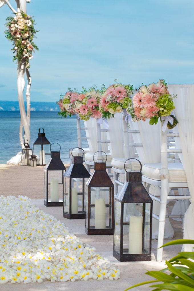 Beach Wedding by The Laguna Resort and Spa, A Luxury Collection - 004