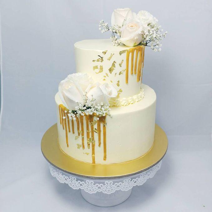 Floral Botanical Wedding Cake by Orange Maple Bakery - 002