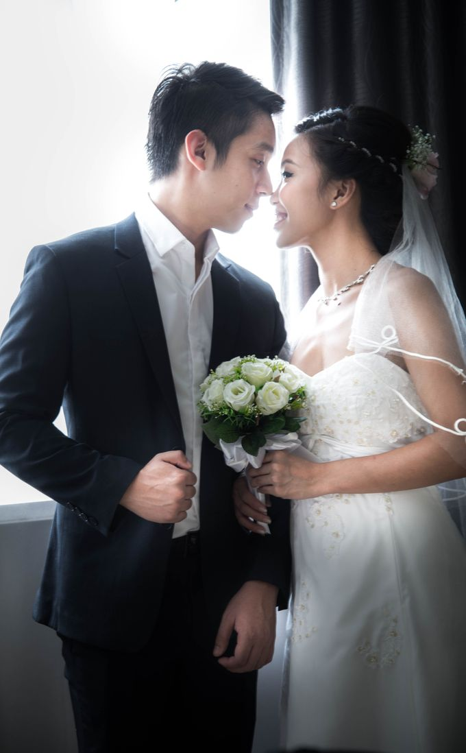 Bridal Makeup and Hairstyling for Pre-Wedding Shoot - Elegant, Youthful and Natural by Sylvia Koh Makeup and Hairstyling - 004
