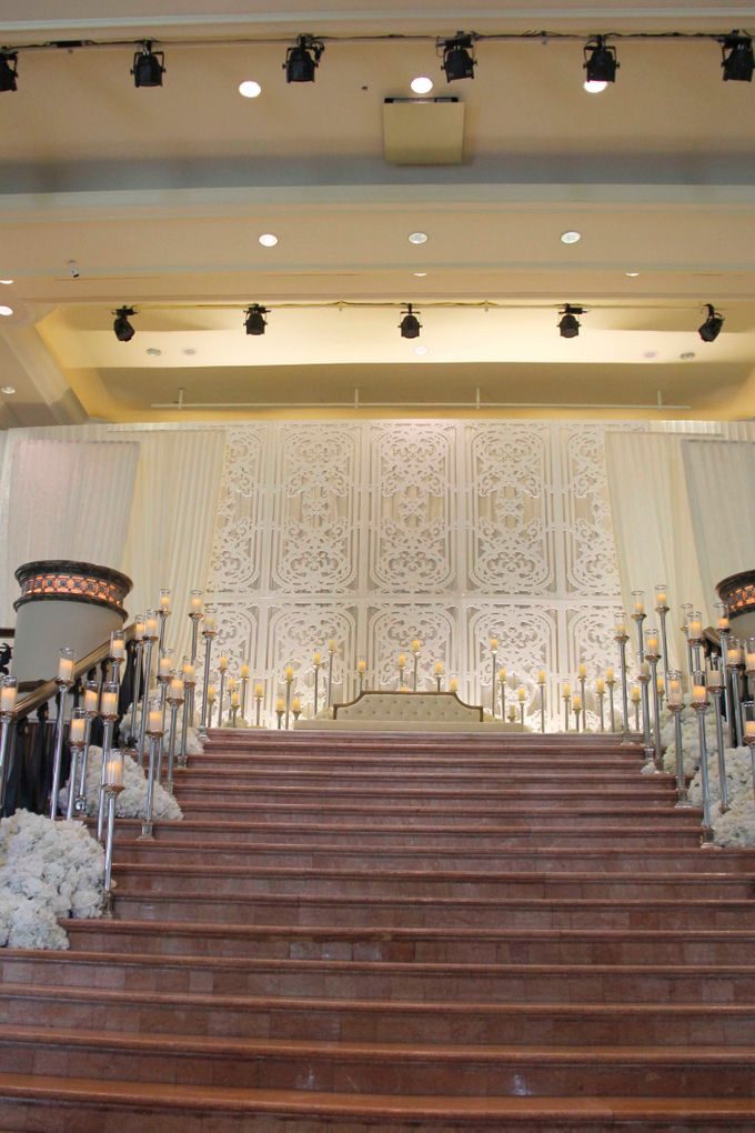 Weddings at Grand Salon Lobby Lounge by Palace of the Golden Horses - 001