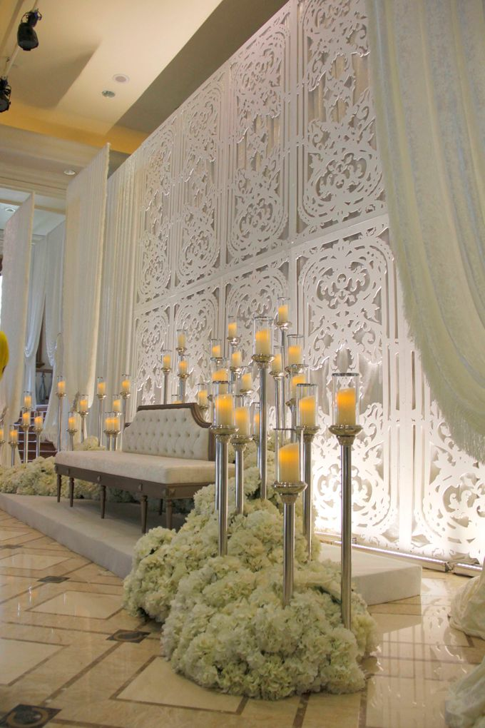 Weddings at Grand Salon Lobby Lounge by Palace of the Golden Horses - 003