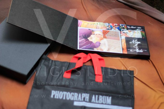 Album Photo Kolase Wedding Miya & Anto Model Kayu Hitam Minimalis by VIGI STUDIO - 008