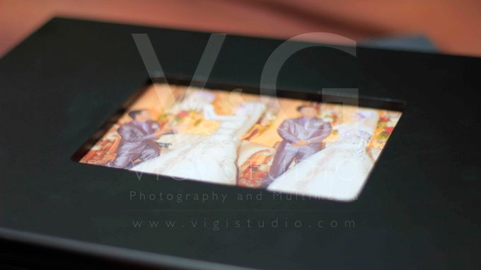 Album Photo Kolase Wedding Miya & Anto Model Kayu Hitam Minimalis by VIGI STUDIO - 007