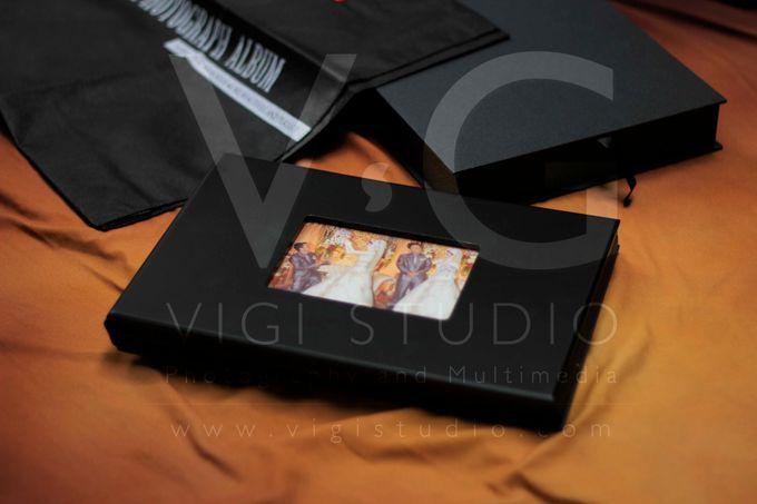 Album Photo Kolase Wedding Miya & Anto Model Kayu Hitam Minimalis by VIGI STUDIO - 003