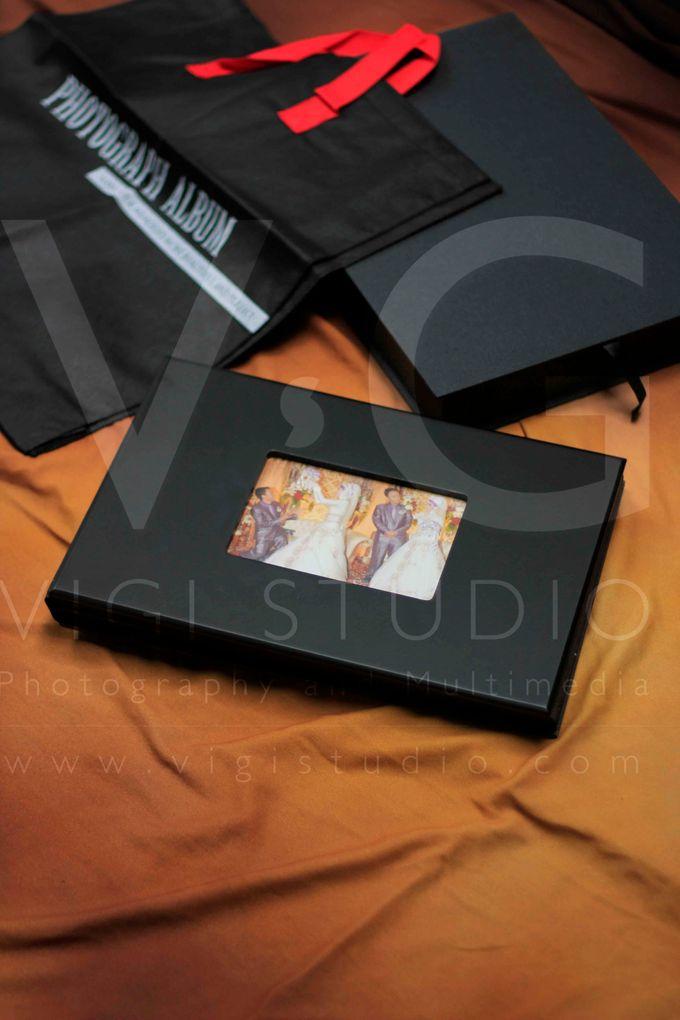 Album Photo Kolase Wedding Miya & Anto Model Kayu Hitam Minimalis by VIGI STUDIO - 002