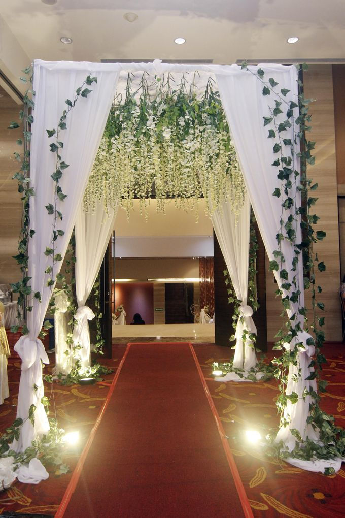Rustic indoor decorations by our wedding event organizer add to board rustic indoor decorations by our wedding event organizer 002 junglespirit Gallery