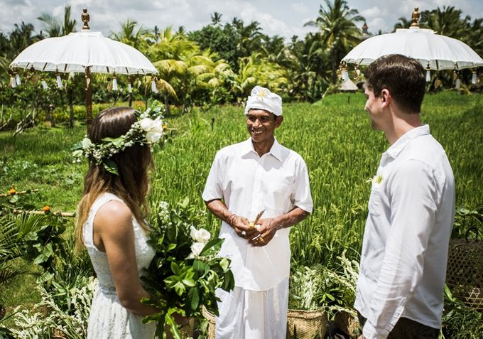 BALINESE WEDDING BLESSING IN THE RICE FIELD by Wapa Di Ume - 005