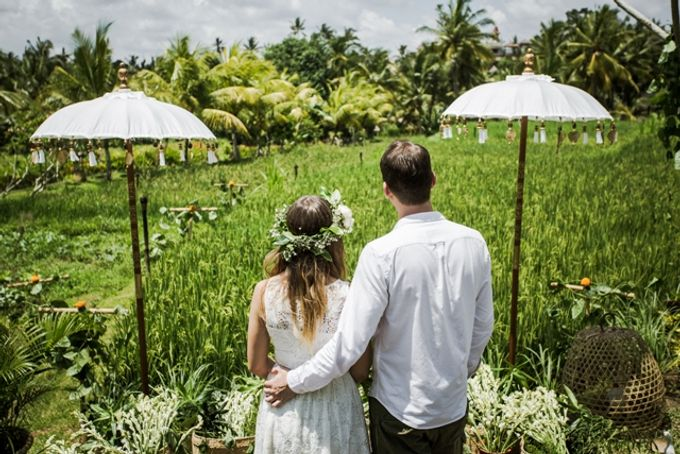 BALINESE WEDDING BLESSING IN THE RICE FIELD by Wapa Di Ume - 001