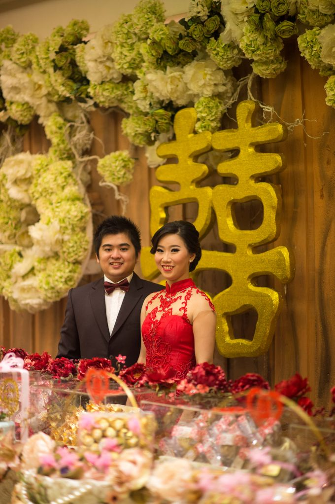 The engagement of Jessica & Hans at Lung Yuan Restaurant by Sheraton Surabaya Hotel & Towers - 004