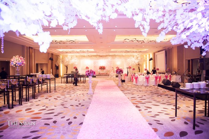 The Wedding of Tyna & Fendi - Pullman Thamrin by The Swan Decoration - 004