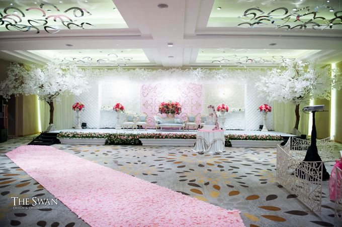 The Wedding of Tyna & Fendi - Pullman Thamrin by The Swan Decoration - 005