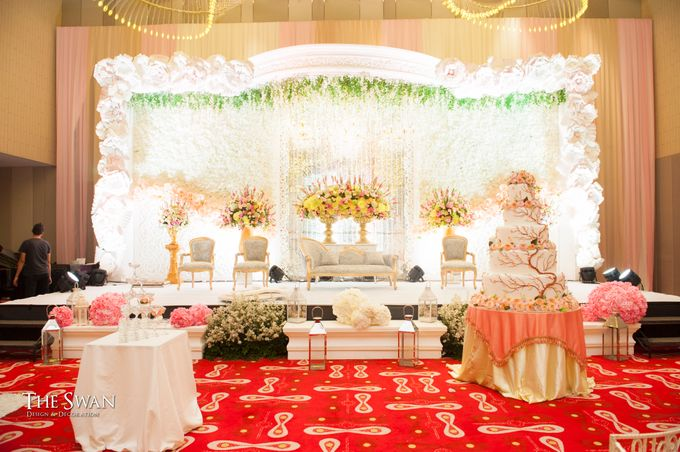 The Wedding of Ari and Wawa at Doubletree Hotel by Hilton by The Swan Decoration - 001