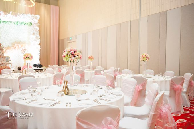 The Wedding of Ari and Wawa at Doubletree Hotel by Hilton by The Swan Decoration - 004