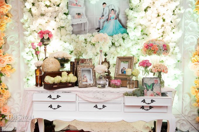 The Wedding of Ari and Wawa at Doubletree Hotel by Hilton by The Swan Decoration - 003