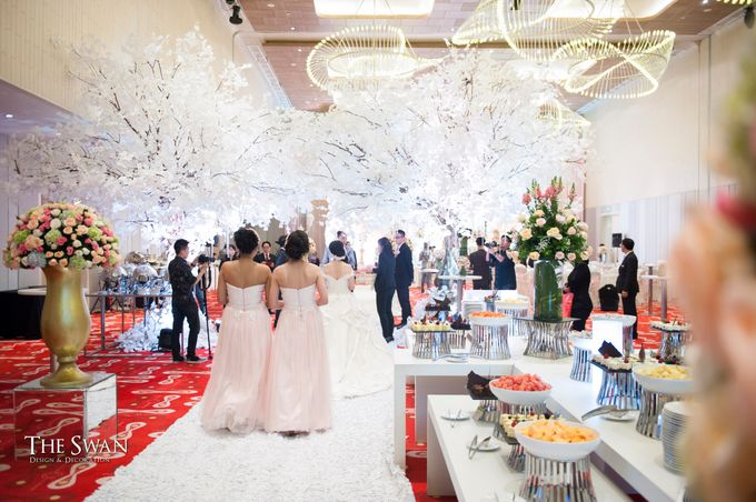 The Wedding of Ari and Wawa at Doubletree Hotel by Hilton by The Swan Decoration - 006