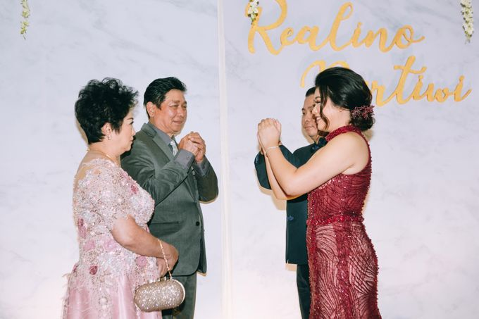 ENGAGEMENT REALINO & PERTIWI by lovre pictures - 019