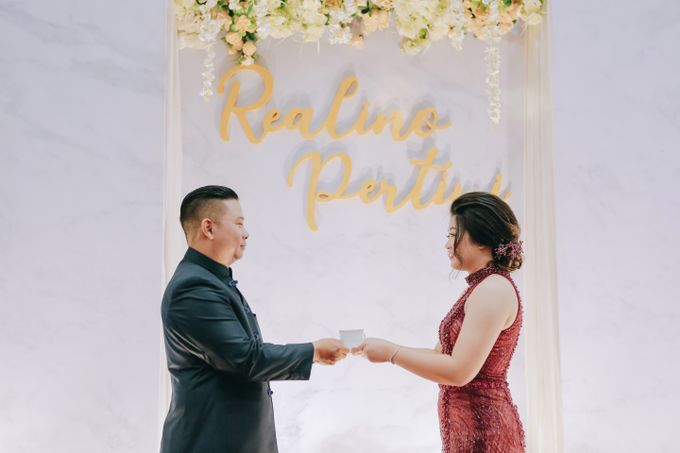 ENGAGEMENT REALINO & PERTIWI by lovre pictures - 016