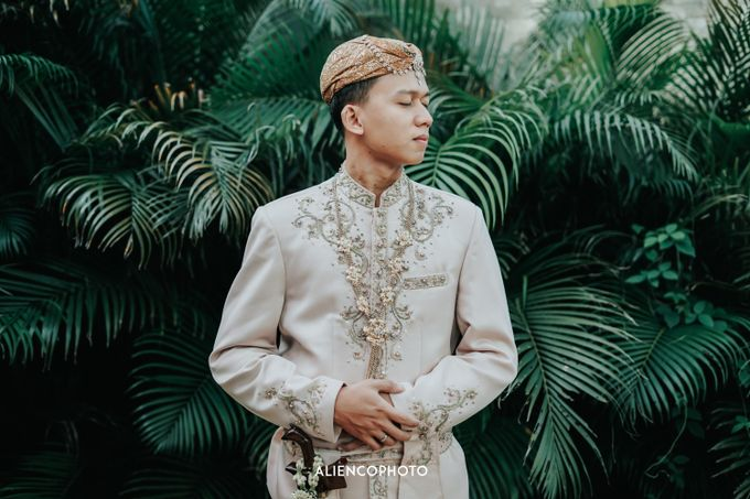 GKM GREEN TOWER WEDDING OF DESTY & RAMA by alienco photography - 042