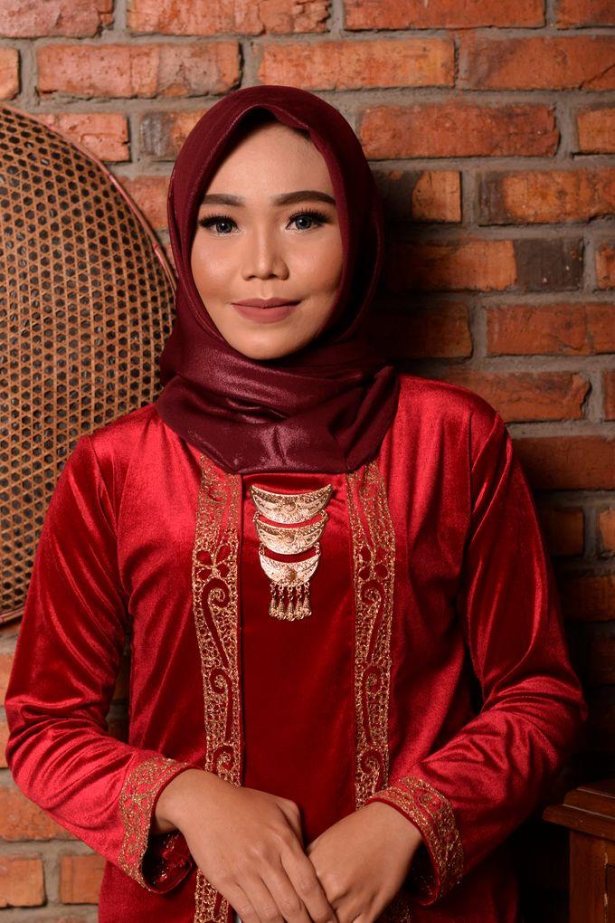 omg...so pretty with hijab by R & E Bridal - 026