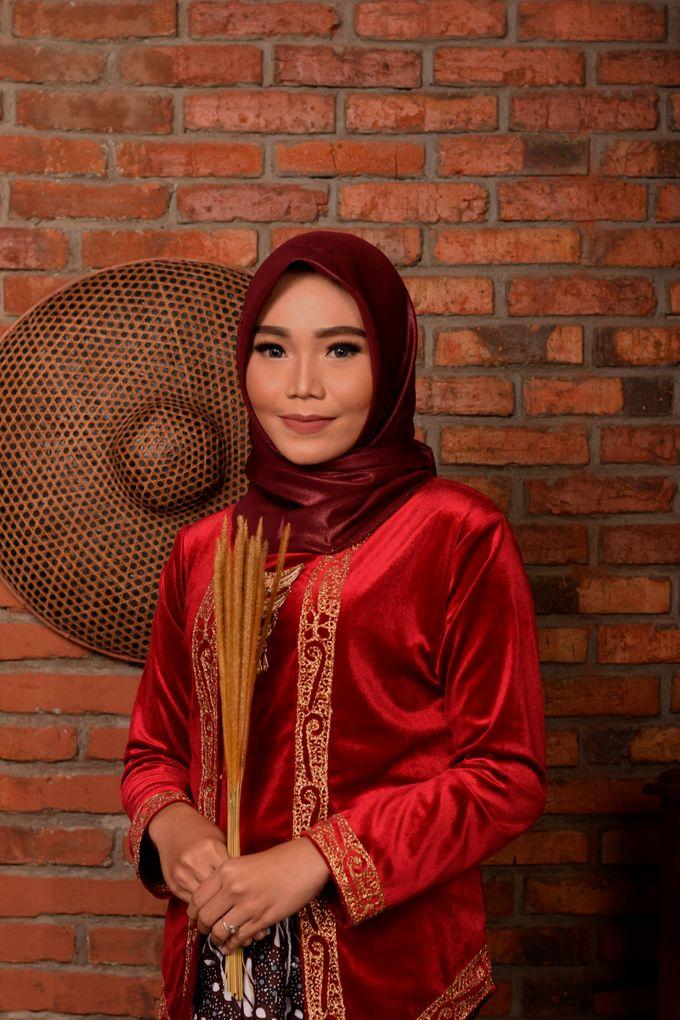omg...so pretty with hijab by R & E Bridal - 013