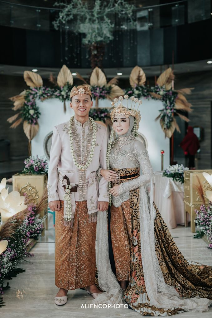 GKM GREEN TOWER WEDDING OF DESTY & RAMA by alienco photography - 016