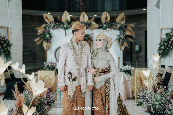 GKM GREEN TOWER WEDDING OF DESTY & RAMA by alienco photography - 013