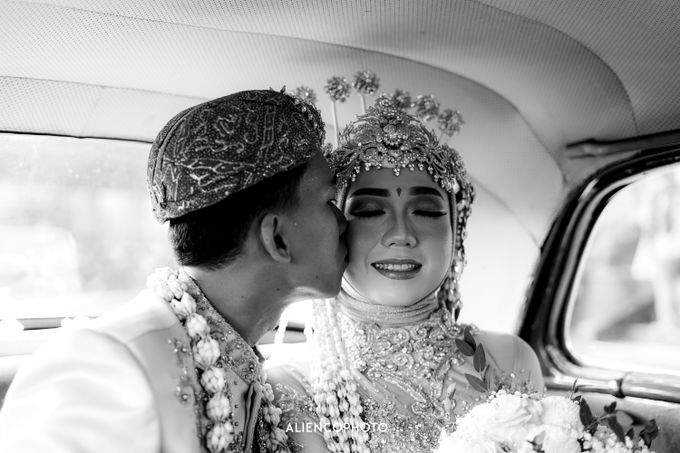 GKM GREEN TOWER WEDDING OF DESTY & RAMA by alienco photography - 012