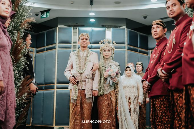 GKM GREEN TOWER WEDDING OF DESTY & RAMA by alienco photography - 025