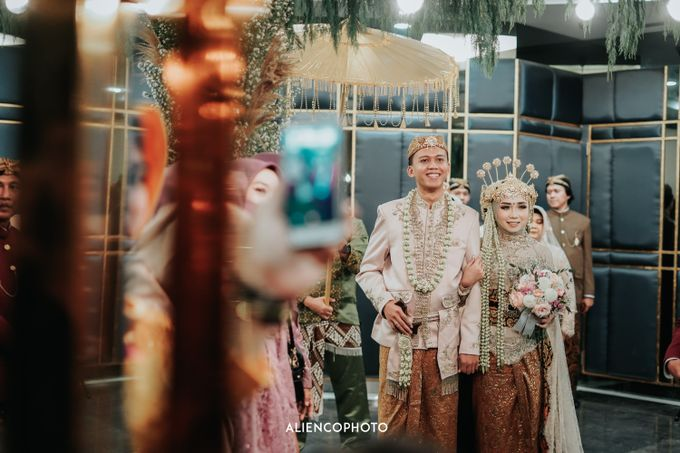 GKM GREEN TOWER WEDDING OF DESTY & RAMA by alienco photography - 023